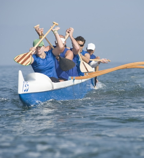 projektHR_depositphotos_34006989-Outrigger-canoeing-team-on-water_res.jpg